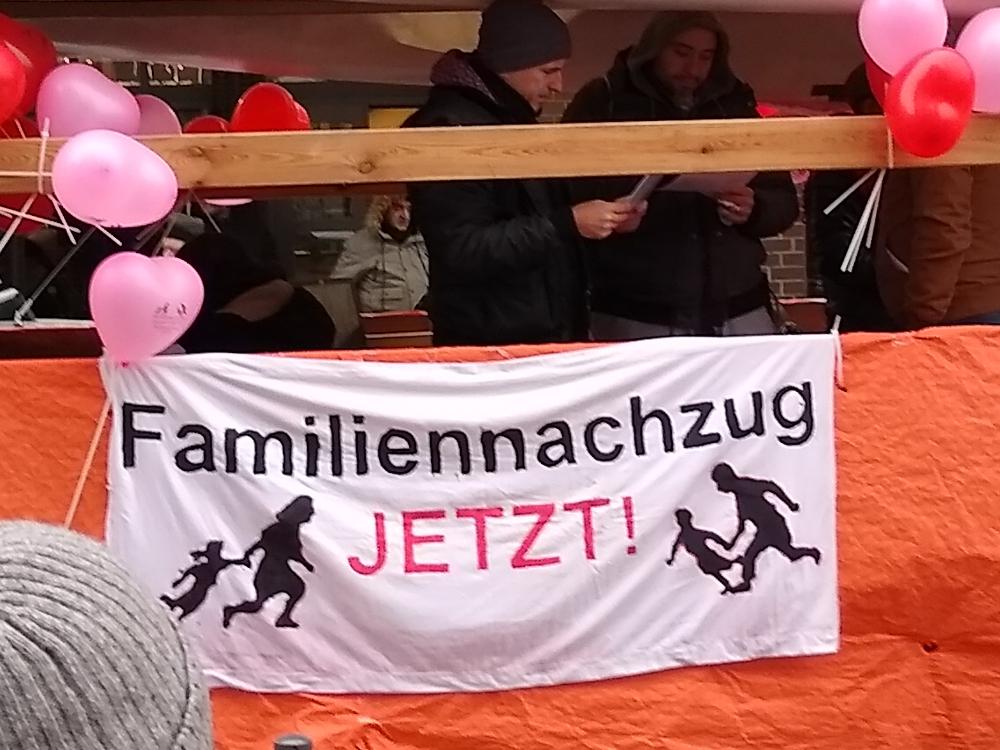 02.02.2019 Berlin: Lautsprecherwagen der Demonstration für Familiennachzug und Grundrechte für Alle