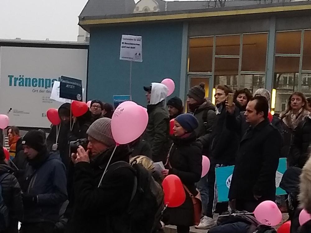 02.02.2019 Berlin: Auftaktkundgebung neben dem Tränenpalast der Demonstration für Familiennachzug und Grundrechte für Alle